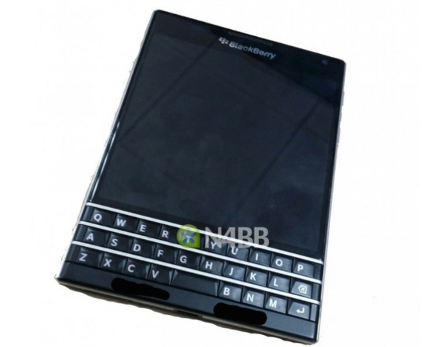 BlackBerry-Q30-aka-Windermere-new-images-and-sepcs-backup
